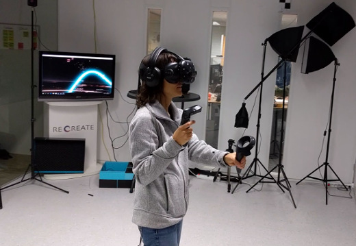 May playing virtual reality