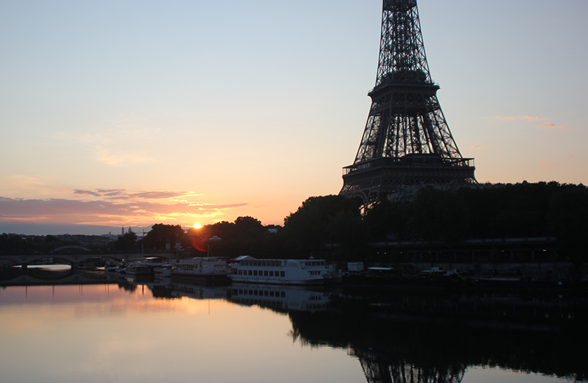 Sunrise at the Eiffel Tour.
